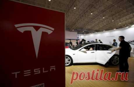 El accidente de tráfico mortal con la participación Tesla en el régimen del piloto automático ha pasado al exceso de la velocidad