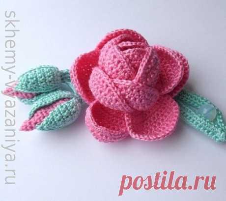 Объемное украшение крючком Роза с бутонами (схема вязания с описанием)