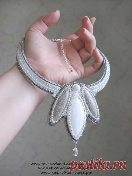 """La Clase maestra por bordado por los abalorios del collar Quiero repartir \""""la flor Invernal\"""" con usted la clase maestra por la creación del collar pequeño fino \""""la flor Invernal\"""" en la técnica del bordado por los abalorios :) Para el trabajo nos será necesario: - tres piedras de la forma del \""""marqués\"""" (a mí esto kaholong y dos pegmatita); - la cuenta de 8 mm.; - las cuentas-rondeli de cristal 5х3 mm.; - dos cuentas-gotas de 10 mm.; - …"""