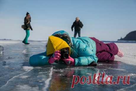 Путешествия на лед Байкала в компании с нашим шеф-фотографом превращаются в хорошую традицию. Участники фототура-2017 вернулись домой и скоро поделятся впечатлениями и своими лучшими кадрами!