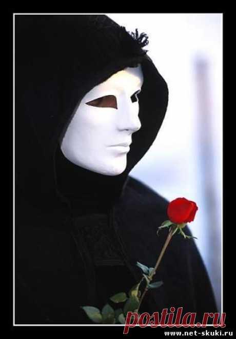 Тайный воздыхатель - Аккурат перед 8 Марта Ольга Павловна узнала, что у нее есть тайный поклонник. Обнаружилось это довольно просто: в верхнем ящике ее рабочего стола появилась большая шоколадка с изюмом и орехами. Кто-то положил ее туда, желая сделать ей приятное, и этот кто-то знал о ее том, что темный шоколад с изюмом и орехами – ее любимый.