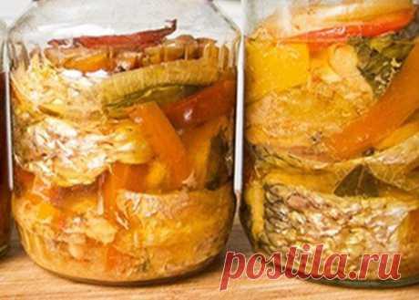 Скумбрия с овощами на зиму: простые рецепты Хотите побаловать себя полезной и очень вкусной рыбной заготовкой? Консервированная скумбрия с овощами на зиму - то, что вам нужно.