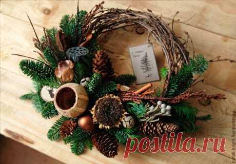 Как сделать венки своими руками на Новый год из шишек, из мишуры и бумаги, на стол со свечами и другие.