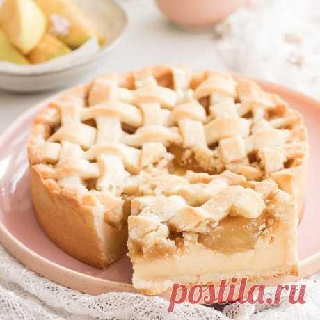 Песочный пирог с заварным кремом и карамелизированными яблоками