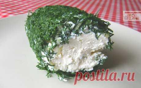 Домашний сливочный сыр с зеленью и чесноком Домашний творожный сыр готовят из разных продуктов – ряженки, сметаны, йогурта или их смесей, но мне больше всего нравится нежный домашний сыр из нежирного кефира. Готовится он очень просто, главное н…