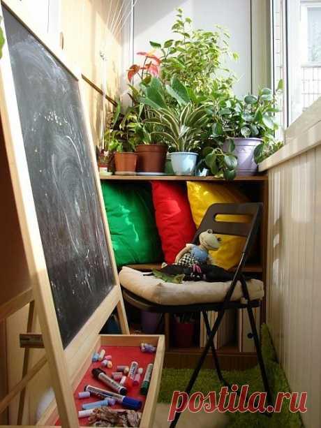 Как украсить балконы и лоджии. Мне очень нравится идея с искусственной травой на полу.