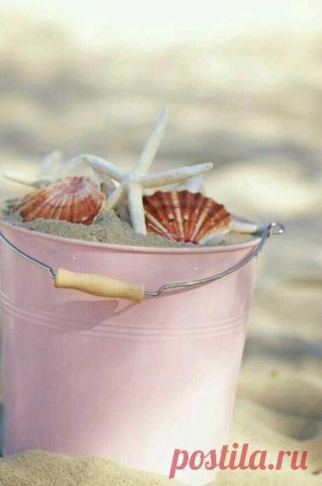 Лето - это поцелуй солнечного зайчика, соленый бриз моря, мороженое, солнце и много-много любви... Лето - это счастье!