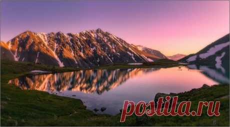 Mountain lake, Mongolia. The author of a photo is Vladimir Gubko: nat-geo.ru\/photo\/user\/120365\/