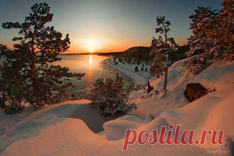 Зимний закат на Ладожском озере, Карелия. Доброй ночи. Фотографировал Пётр Косых: nat-geo.ru/photo/user/28136/