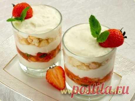 Десерт с рикоттой, клубникой и печеньем - Десерты