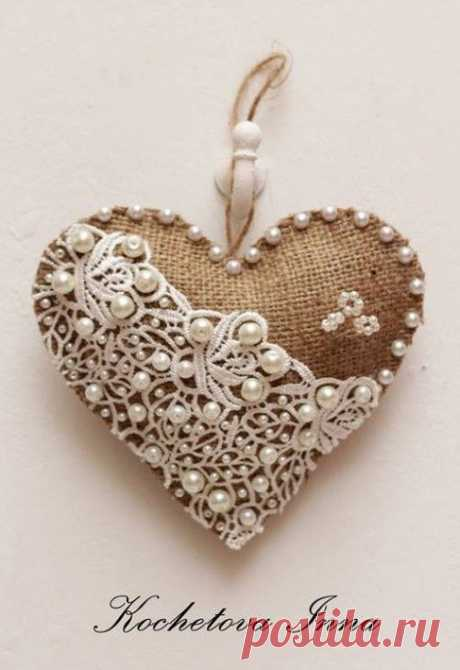 Author's hearts from a sacking: simplicity of a decor