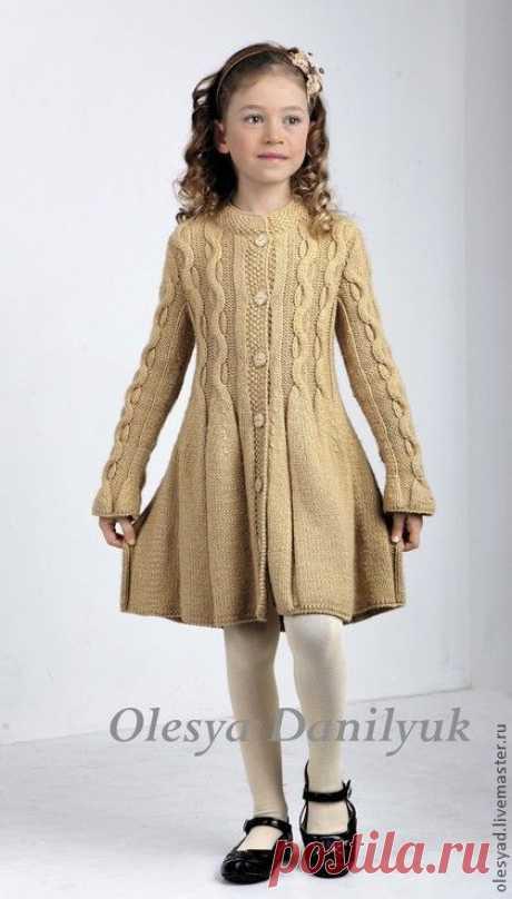 вязание спицами пальто для девочки Vestido