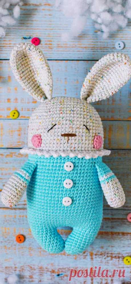 PDF Зайчик Сплюшка крючком. FREE crochet pattern; Аmigurumi animal patterns. Амигуруми схемы и описания на русском. Вязаные игрушки и поделки своими руками #amimore - Заяц, зайчик, кролик, зайчонок, зайка, крольчонок.