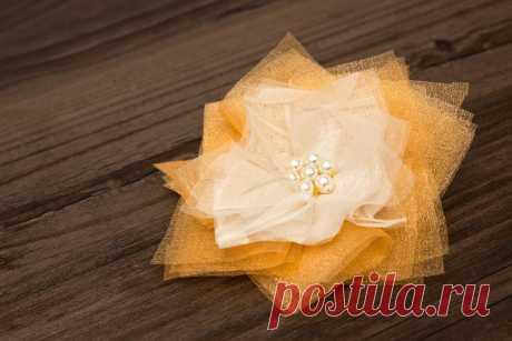 Милый цветок из органзы — Сделай сам, идеи для творчества - DIY Ideas