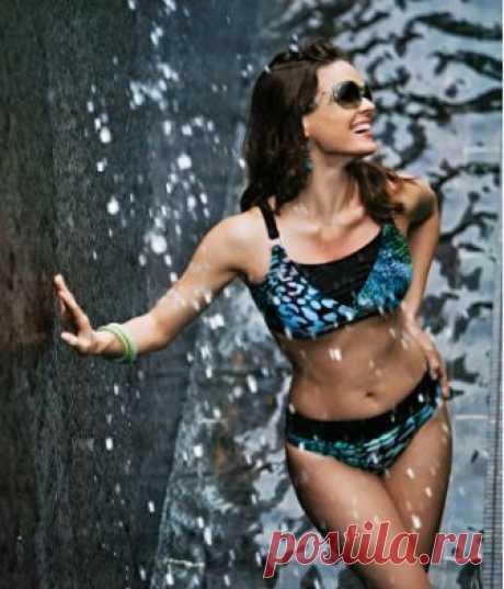 TOLEDO bikini- This elegant Toledo green black adjustable bikini is a trian