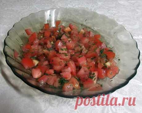Салат «Красная шапочка» с помидорами и горошком (свежо и вкусно) - Ваши любимые рецепты - медиаплатформа МирТесен Впервые салат «Красная шапочка» приготовила в обычный день, чтобы побаловать семью вкусненьким. Салат оказался не только вкусным и питательным, но и очень полезным, ведь он в основном состоит из овощей. Часто готовлю его в летнее время, когда можно использовать домашние овощи, только что сорванные