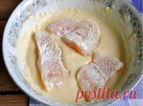 """Готовим кляр  Ингредиенты:  Яйцо — 3 шт  Сметана — 250 г  Мука (не полный стакан)  Сода — 1\3 ч. л.  Соль (по вкусу+перец чёрный молотый).   Приготовление:  Берём три яйца и взбиваем их со стаканом сметаны.  Добавляем не полный стакан муки... и 1\3 ч. л соды.  Соль, перец - по вкусу.  Так как я делала рыбу, то добавила ещё приправу """"для рыбы с лимоном"""".  Ну вот и всё - кляр готов!   Можно готовить в нём хоть рыбу, хоть мясо... да вообще всё, что только душе угодно!  Обжари..."""