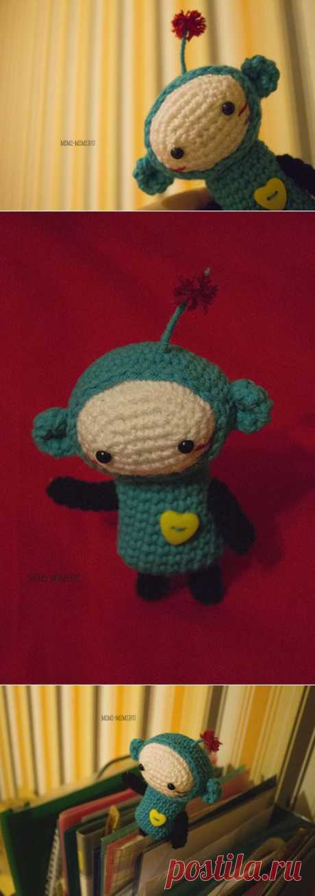 Вязаная крючком игрушка амигуруми инопланетянка