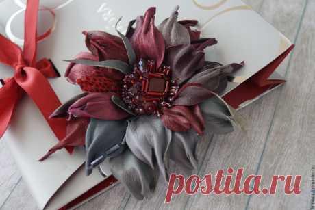 Брошь из кожи бордовая с серым. брошь-цветок – купить в интернет-магазине на Ярмарке Мастеров с доставкой - BD31ZRU   Череповец
