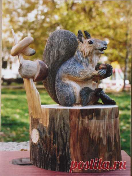 Деревянная шкатулка Белочка высотой 26 см. находится в коллекции автора. выставлена на продажу. Цена 25000 руб.