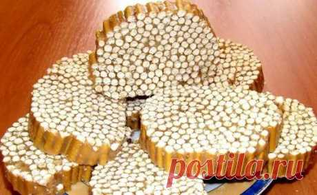 Колбаска к чаю Ингредиенты: Сладкая соломка — 0,5 кг Сливочное масло — 100 г Конфеты — 0,5 кг