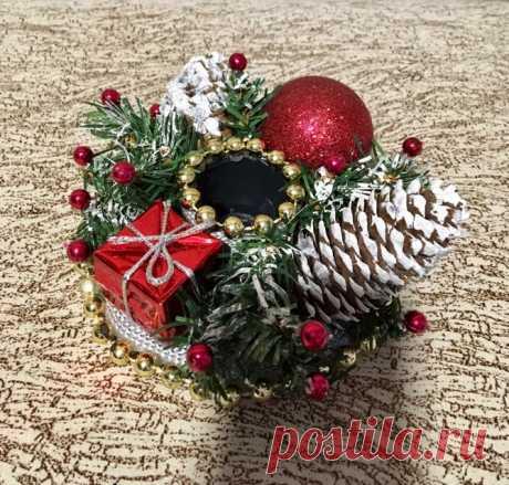 Люблю Новый год, это праздник напоминает мне сказку и волшебство. А больше всего я люблю готовиться к нему, делать подарки своим родным и близким, украшать свой дом. Сейчас я принимаю заказы на поделки от меня, если вам нравиться подарки ручной работы то обращайтесь.