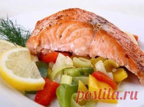 Горбуша не только вкусная рыба, но и очень полезная. Она обладает огромным витаминным комплексом. Этот рецепт украсит ваш стол на любом празднике. Нам потребуется: Горбуша Растительное масло (1 чайная ложка) Лимон Перец Соль Лук Сыр Майонез Яйцо Перед тем как приступать к готовке, вам нужно будет очистить рыбу от внутренностей. Отрезаем хвост и голову, кстати,...