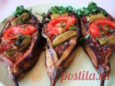 Las berenjenas rellenadas en turco en el horno - Karnyyaryk. La receta de la abuela turca. Karnıyarık