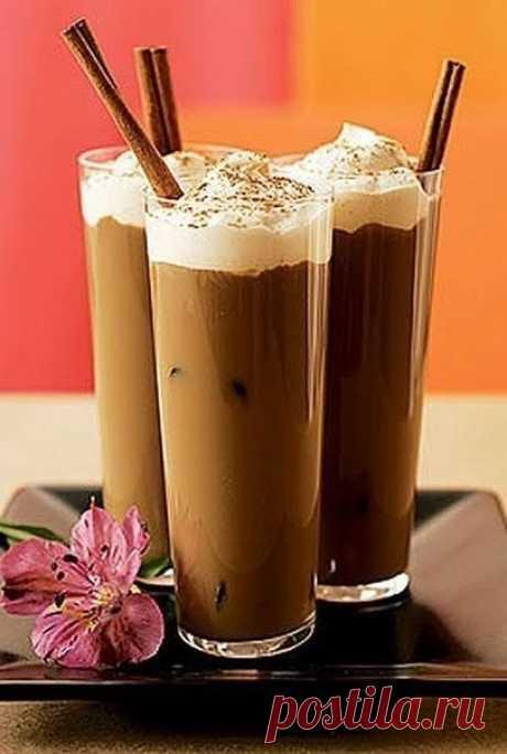 Кофе. ТОП 6 самых лучших рецептов  1. Крепкий кофе с шоколадом и сливками.  Ингредиенты на 6 порций:  -Кофе черный — 1 л -Бренди — 150 мл -Коробочки кардамона — 4 штуки -Апельсины — 1 шт. -Шоколад горький — 200 г -Сливки — 300 мл  Приготовление:  Сделайте крепкий кофе. Добавьте бренди, кардамон и апельсин, нарезанный кружками. Оставьте на 2 минуты настояться. Часть шоколада положите в чашки, остальное в кофе. Налейте кофе в чашки и украсьте сливками.  2. Горячий Мокко.  Ин...