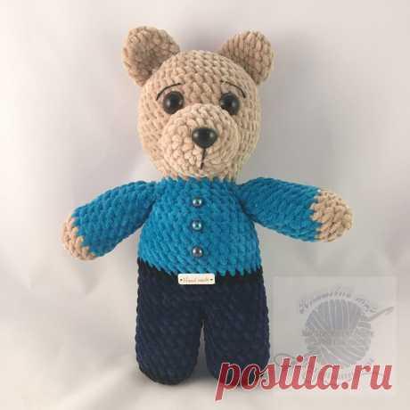 Купить игрушку плюшевого медведя в светло синей рубашке, штанах Купить игрушку плюшевого медведя в светло синей рубашке, темных штанах, 30 см. -Плюшевая игрушка медведь, мягкая и очень нежная.