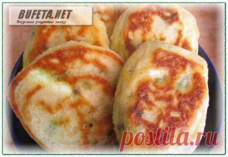 Оладьи на кефире – рецепт с зеленым луком и яйцом