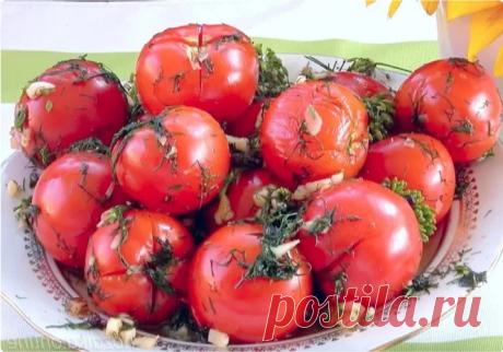 Как я готовлю вкусные малосольные помидоры быстрого приготовления. Кто попробовал, просят поделиться рецептом Я очень люблю помидоры, поэтому под их грядку всегда выделяю места побольше. Собранный урожай мы, конечно же, усиленно едим в свежем виде, но и оставляем достаточное количество овощей для заготовок на зиму. Закатанные помидоры начинаем открывать где-то в конце осени, но бывает, так хочется полакомиться солеными овощами уже сейчас. Поэтому я приловчилась готовить ма...
