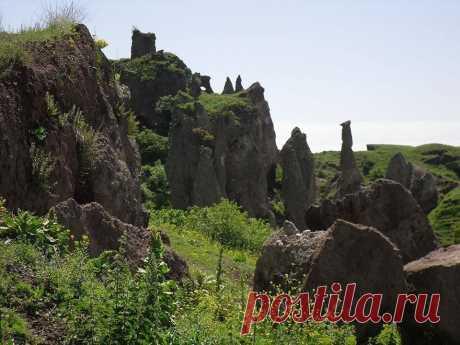 Ժայռեր Հին Խնձորեսկում Ancient rocks Khndzoresk