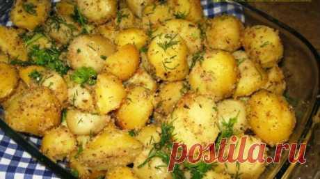 Картофель, запеченный с чесноком в сухарях Запеченный в сухарях с чесноком картофель очень вкусный. Хорошее самостоятельное блюдо, особенно с салатом, и может быть гарниром к мясным блюдам.  Ингредиенты: Картофель мелкий – 1 кг Масло растительное – 4 ст. ложки Чеснок – 4-5 зубков Панировочные сухари – 4 ст. ложки Соль Перец черный молотый Базилик Зелень петрушки и укропа – по …
