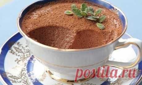 5 невероятных легких диетических десертов, которые никого не оставят равнодушным!   Творожно-шоколадный мусс, очень вкусный десерт для тех, кто на диете!   Ингредиенты:  • Творог обезжиренный мягкий - 300 г  • Йогурт - 100 г  • Какао - 2,5 ст. л  • Желатин - 15 г  • Подсластитель - по вкусу   Приготовление:  Йогурт, творог, подсластитель и какао взбить в блендере до однородного состояния.  Желатин замочить в холодной воде на 10–15 минут.  Поставить кастрюлю с желатином на ...