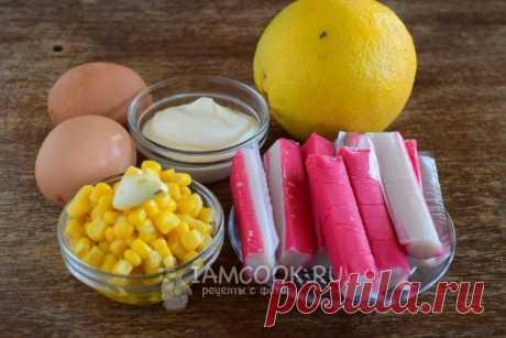 Салат по-королевски с апельсинами Салат по-королевски с апельсинами. Ингредиенты Крабовые палочки - 100 г Апельсин - 1 шт. Яйца куриные - 2 шт. Кукуруза консервированная - 100 г Чеснок - 1 зубчик Майонез или йогурт - 1 ст.л.  Процесс …