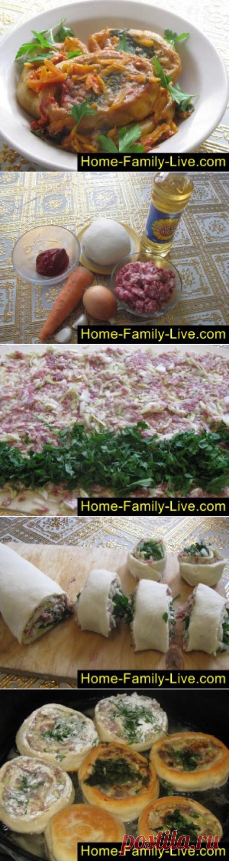 Гусарики - пошаговый фоторецепт - рулет из теста с мясным фаршем в соуКулинарные рецепты
