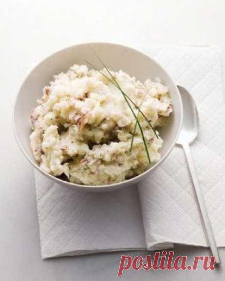 👌 Полезное картофельное пюре с зернистым творогом, рецепты с фото Может ли картофельное пюре быть не только вкусным, но и полезным? Конечно, если приготовить его по этому рецепту! Творог, обезжиренное молоко и зеленый лук насытят этот гарнир поле...
