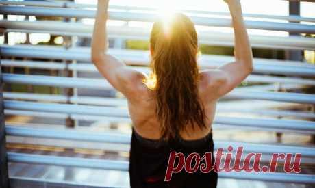 5 шагов к идеальной осанке. Простой комплекс для укрепления позвоночника | ВЕСТИ СТИЛЬ Правильная осанка – залог красоты, грациозности и хорошего самочувствия. Зачастую мы не придаем значения ноющим болям в спине, неприятным ощущениям во время длительного пребывания в одном положении и легким приступам головокружения. А ведь именно такие симптомы могут стать сигналом о нарушении правильной осанки и появлениям тех или иных дефектов естественного положения позвоночника. Для ...