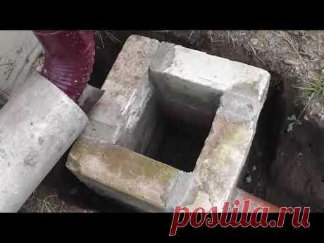 Ливневая канализация. Приемный колодец, укладка трубы в траншее, общий вид.