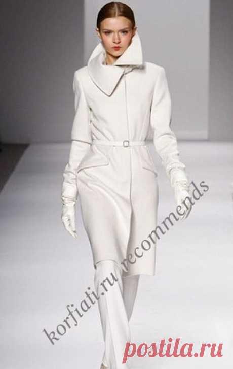 Драповое женское пальто - выкройка от Анастасии Корфиати Какое шикарное драповое пальто - глаз не оторвать! Несмотря на простоту форм, это драповое пальто не требует дополнительных украшений. Выкройка бесплатно!