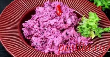 Изумительный салат «Розовый фламинго»: простой рецепт Изумительный салат «Розовый фламинго» приготовить очень быстро и легко, а его оригинальный вкус вас обязательно порадует. Сочетание крабовых палочек и свеклы довольно-таки интересное, хоть и немного н…