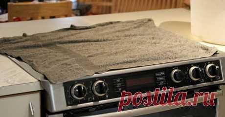 Узнав, зачем хозяйка накрыла плиту влажными полотенцами, ты побежишь на кухню, чтобы сделать так же...  Чистота кухонной плиты — больная тема практически  для каждой хозяйки. С каждым приготовлением пищи отчистить ее от старых  загрязнений всё сложнее и сложнее. К тому же за такой дорогостоящей  техни…