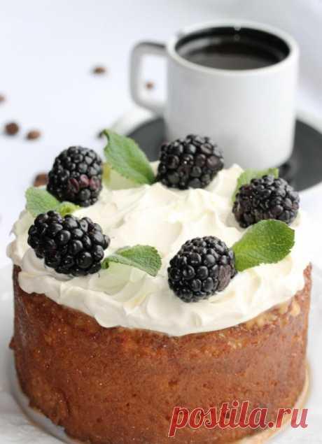 Esta torta sabrosa, jugosa y perfumada bajo el nombre «Tres leche» en México preparan habitualmente a las bodas