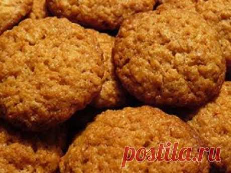 Овсяное печенье за 10 минут =1 ст.ложка муки, 2 стакана овсяных хлопьев, 100г слив.масла, 1/2 стакана сахара, 2 яйца.