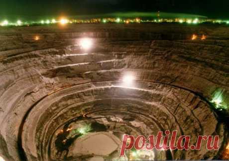 """Кимберлитовая трубка """"Мир"""" (Якутия) - самый большой алмазный карьер в мире"""