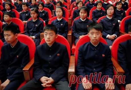 Северная Корея – страна страшилка, которой можно пугать детей и взрослых. Попробовали разобраться, так ли это на самом деле и собрали для вас 15 фактов о жизни в КНДР: