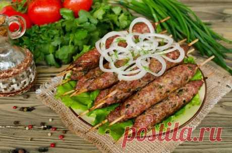 Люля-кебаб: рецепты люля-кебаб из фарша на мангале в домашних условиях Всем доброго времени суток! Сегодня хочу поделиться рецептами вкуснейшего мясного блюда, которое является широко распространённым в разных странах мира. К