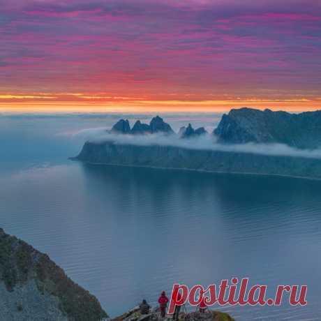 В ожидании рассвета. Фото Виктора Иванова (nat-geo.ru/community/user/209813/) с острова Сенья в Норвегии. Доброе утро!