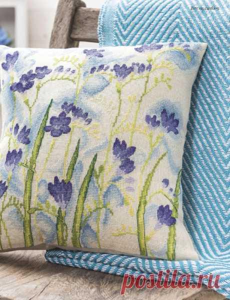 Очаровательно - декоративные подушки, украшенные цветочной вышивкой. Идеи для вдохновения